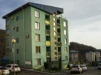 Туапсе, улица Портовиков, дом 1. многоквартирный дом