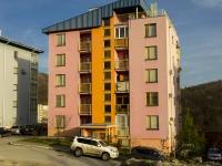 Туапсе, улица Портовиков, дом 11. многоквартирный дом