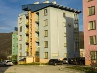 Туапсе, улица Портовиков, дом 13. многоквартирный дом