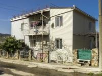 Туапсе, улица Нахимова, дом 64. многоквартирный дом