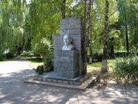Пятигорск, улица Коллективная. памятник Ленину