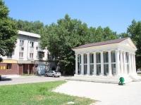 Минеральные Воды, Карла Маркса проспект, дом 56. жилой дом с магазином