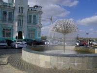 Астрахань, улица Красная набережная, фонтан