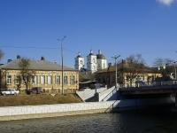 Астрахань, улица Победы, дом 1. офисное здание