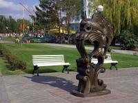 Астрахань, скульптура Золотая рыбкаулица Набережная реки Волги, скульптура Золотая рыбка