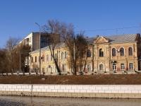 Astrakhan, Naberezhnaya pervogo maya st, house 15. Apartment house