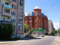 Astrakhan, Shchekin alley, house 10. Apartment house