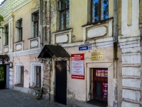 Suzdal, Lenin st, house 69. Apartment house with a store on the ground-floor