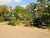 Волгоград, улица Калинина. памятник Собакам - истребителям танков