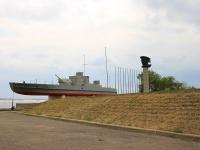 Волгоград, улица Набережная 62 Армии. памятник Героям Волжской Флотилии