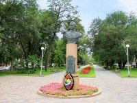 Волгоград, площадь Павших Борцов. памятник В.С. Ефремову