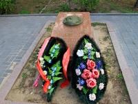 Волгоград, улица Мира. памятник В.А. Глазкову