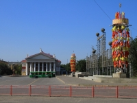Волгоград, улица Мира. площадь