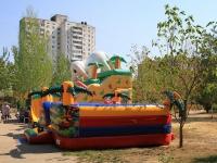 Волгоград, улица 8 Воздушной Армии. детская площадка