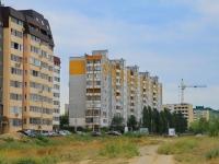 Волгоград, улица Землячки, дом 33. многоквартирный дом