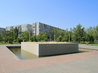 Волгоград, улица Константина Симонова. фонтан «Семейный»