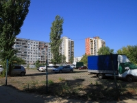 Волгоград, улица Космонавтов. гараж / автостоянка