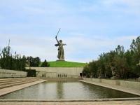 Волгоград, улица Мамаев Курган. скульптура Родина-мать зовет!