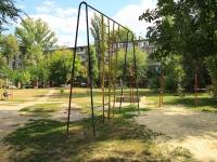 Волгоград, улица Ростовская. спортивная площадка