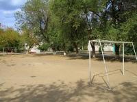 Волгоград, улица Саушинская. спортивная площадка