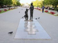 Волгоград, Фридриха Энгельса бульвар. памятник Первой учительнице