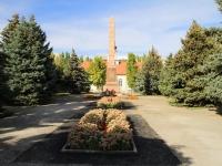 Волгоград, улица Тельмана. памятник Героям, павшим смертью храбрых при защите Сталинграда