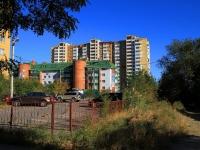 Волгоград, улица Хользунова, дом 18А. многоквартирный дом