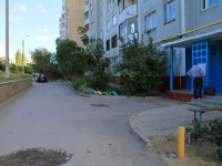 Volgograd, st Korotkaya, house 27. Apartment house