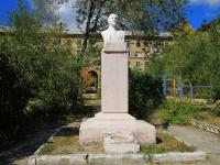 Волгоград, улица Кузнецова. памятник В.И. Ленину