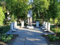 Волгоград, улица Пельше. памятник Героям