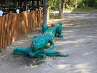 Волгоград, улица 64 Армии. малая архитектурная форма Крокодил