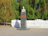 Волгоград, улица 64 Армии. памятник М.С. Шумилову
