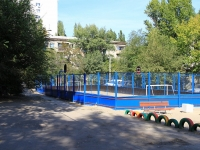 Волгоград, улица Курчатова. спортивная площадка