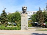 Волжский, площадь Свердлова. памятник Я.М. Свердлову