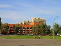 Волжский, улица Сталинградская, дом 13. офисное здание