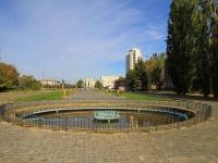 Волжский, улица Сталинградская. фонтан На Сталинградской, 4