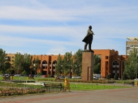 Волжский, улица Сталинградская. памятник В.И. Ленину
