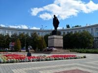 площадь Генерала Черняховского. памятник И.Д. Черняховскому