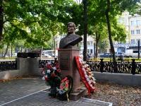 улица Чайковского. памятник М.Е. Вайцеховскому