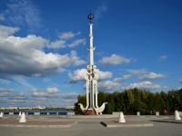 соседний дом: ул. Софьи Перовской. скульптура Ростральная колонна