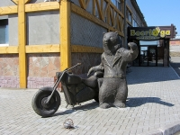 улица Южная. скульптурная композиция Медведь-байкер
