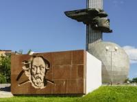 Калуга, скульптурная композиция в честь 600-летия Калугиулица Гагарина, скульптурная композиция в честь 600-летия Калуги