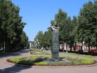 Кемерово, улица Весенняя. памятник Летчику-космонавту А.А.Леонову