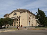 Кемерово, улица Весенняя, дом 11. театр Кемеровский областной театр драмы