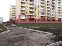 Новокузнецк, улица Братьев Сизых, дом 10. многоквартирный дом