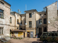 , Krepostnaya st, house 17. Apartment house