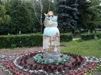neighbour house: st. Frunze. sculpture Сказка