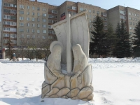 neighbour house: square. Dmitry Donskoy. sculpture Апостолы Петр и Андрей
