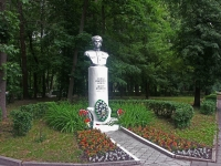 Серпухов, памятник О.Степановуулица Чехова, памятник О.Степанову