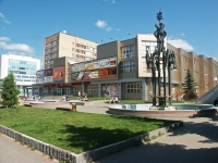 neighbour house: st. Voroshilov, house 128. shopping center Дисконт